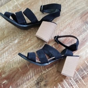 Universal thread  block sandals heels 7.5